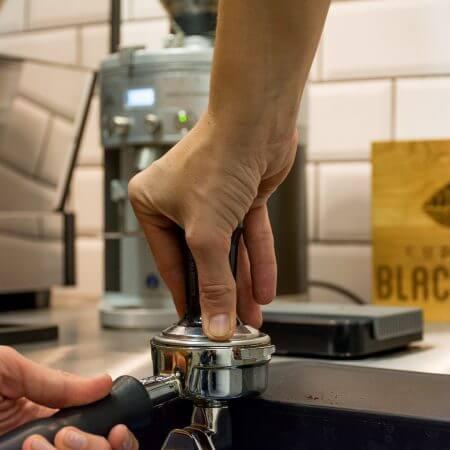 Koffie aanstampen
