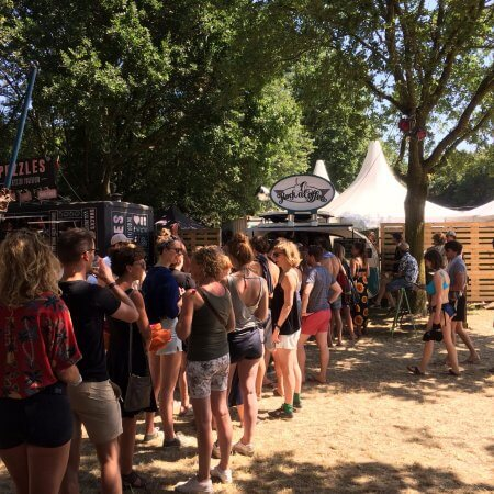 Mobiele espressobar op festival Down The Rabbit Hole